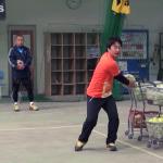 バックハンドストロークのためのボール投げ練習方法