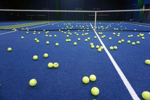 コート上 テニスボール