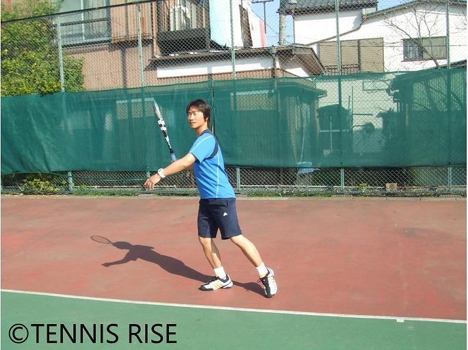 河合幸治 コアスイング 上体をそのまま残してボールの落下地点の後ろに移動 2
